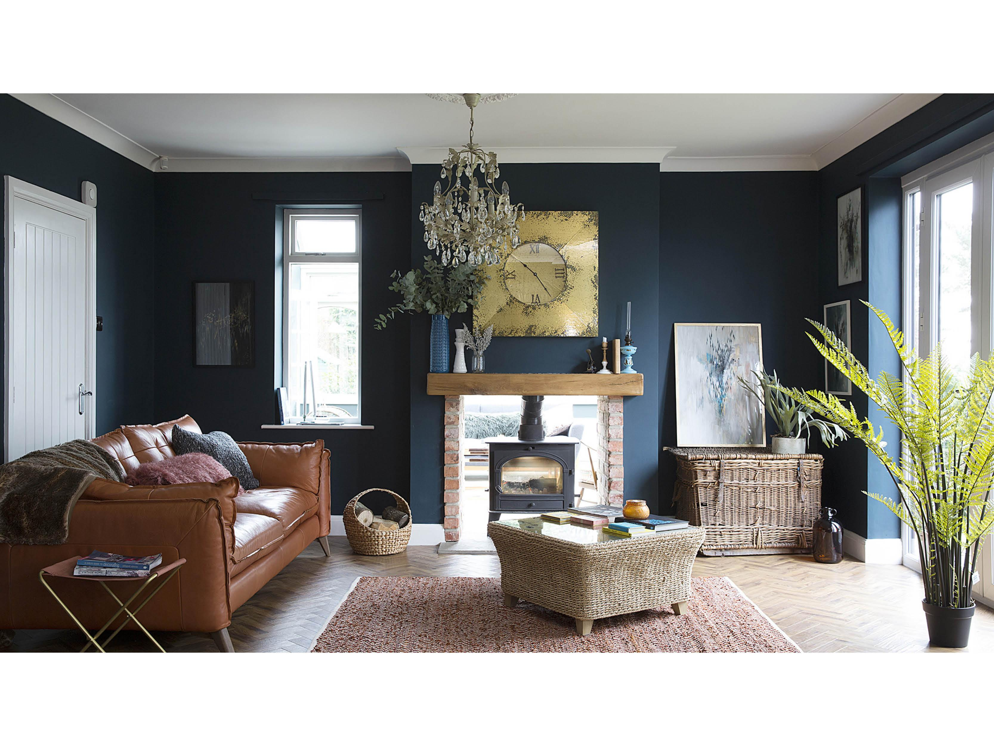 Paint It Black: Living Room Feature Wall (Image via Pinterest)