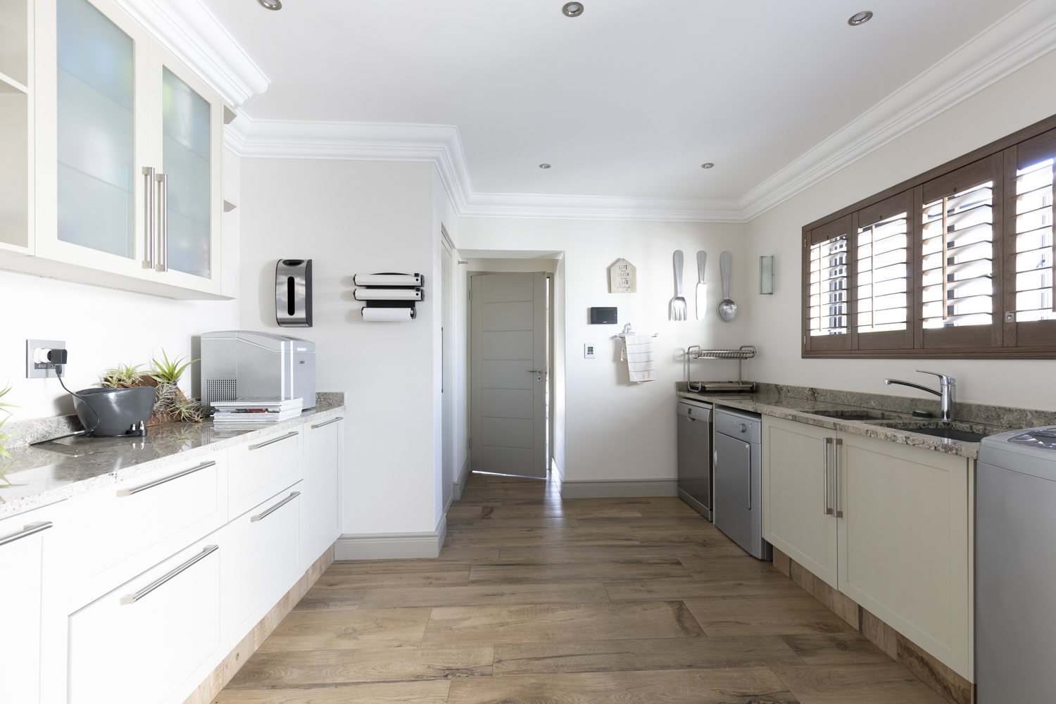 This Kitchen Is The Belle Of The Ball In Bel Ombre
